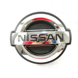 Emblema NISSAN de Parrilla para Urvan E25