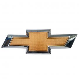 Emblema de Facia Delantera CHEVROLET para Trax